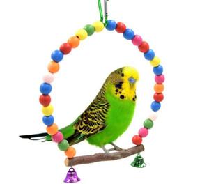 Los loros de madera naturales columpio de juguete pájaros perca columpios colgantes jaula con coloridas Suministros Beads Campanas juguetes de aves