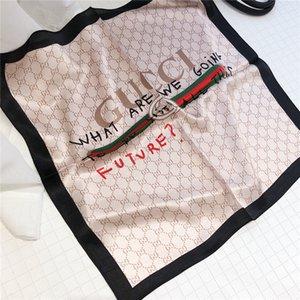 La marque de luxe foulards de soie grands designers foulards de soie polyvalente petite serviette carré de haute qualité 50 * 50cm doux et confortable