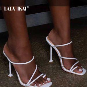 LALA IKAI 2020 женщины супер высокие тонкие каблуки сексуальные сандалии весна лето большой размер скольжения на квадратной голове Женская обувь XWC-6946