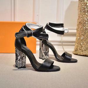 2019 Nouvel été Designer boucle en métal en cuir verni correspondant à la mode des femmes pantoufles épais avec des sandales à talons hauts noir vin rouge TAILLE US10