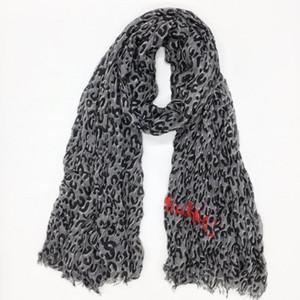 venta al por mayor-Big otoño y material de algodón patrón de leopardo impresión clásica de invierno arrugar ms Scarf tamaño grande de 200 cm -130cm