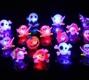 Zucca Luminous l'anello di barretta di Halloween Bat fantasma divertente anelli di plastica Teschio gioca il partito favorisce i regali accessori per Halloween Props