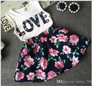 La ropa de los bebés Amor Tops falda de la flor 2pcs Bastante florecida de algodón Niños Establece verano muchacha de los niños de la ropa del