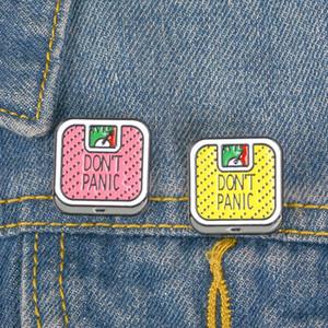 Nette Karikatur-Do not Panic Brief Metall Kawaii Emaille-Abzeichen Buttons Brosche Hemd Jeansjacke Tasche Dekorative Broschen für Frauen Mädchen