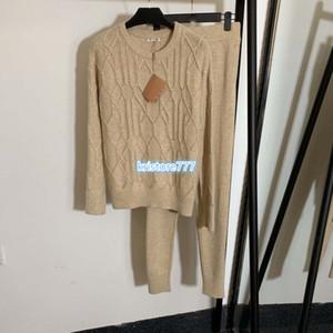التصميم الفاخر نساء ملابس محاكة رياضية قمم قميص سترة مع حفر الساخنة + السراويل السراويل الطويلة والقمصان طباعة أبلى متماسكة مجموعات تطور عارضة