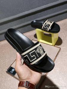 Vendita all'ingrosso nuovi uomini popolari pantofole estate piatto nero bianco uomo pantofole scarpe casual scarpe sandali di marca all'aperto spiaggia pantofole uomini