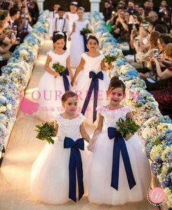 2019 Элегантные белые кружевные аппликации Цветочные платья для девочек с темно-синим бантом Пояса Линии Puffles Тюль First Commuion Платья для девочек Pageant