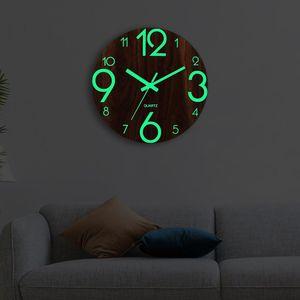 나무 벽 시계 루미 너스 번호 벽걸이 시계는 거실 어두운 빛나는 벽 시계 현대 시계 장식을 조용히