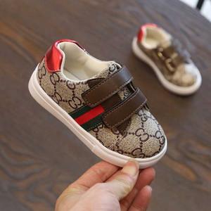 Kinder-Sneaker Trend Sneaker Letter-Muster-flache Schuhe Mode-Streifen-Druck-Kinderschuhe für Mädchen-Jungen 2020 neuer Großverkauf 4 Styles