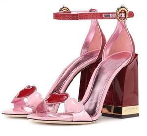 2019 شيك القلب المصارع الصنادل المرأة المفتوحة تو اللؤلؤ حجر الراين مشبك مكتنزة أحذية عالية الكعب امرأة الأزياء حزب الأحذية
