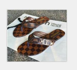 062 Kadın Slayt Sandalet Tasarımcı Ayakkabı Lüks Slayt Yaz Moda Geniş Düz Kaygan ile Kalın Sandalet Terlik Ayaklı boyutunu 35-42 Flops