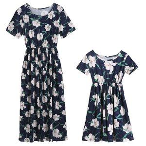 Família Vestido Mãe e filha Floral Vestidos mamãe e me veste Boho Summer Beach Mulheres manga curta Flower Girl Vestido de Verão