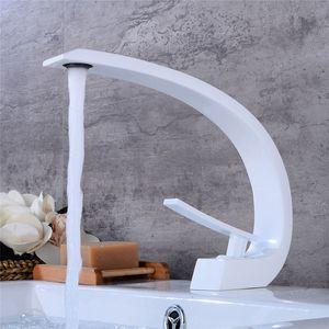 Badezimmer Becken Wasserhahn Weiß Backen / Schwarzes Öl Feste Messing Einzigartige Design Waschbecken Mischbatterie Heiß Und Kalt Wasserfall Basin Wasserhahn