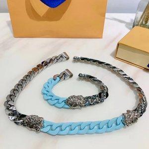 La pulsera del collar de acero de Europa América de hombres de titanio grabado Flor V Iniciales de cuatro hojas de plata de cerámica-metal grueso conexiones de cadena Escultura