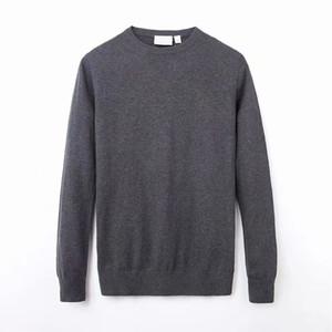 Maglione lavorato a maglia da uomo in lana tinta unita con maniche lunghe e maniche lunghe