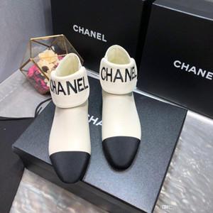 2020 i designer disegnano singoli selvatici, scarpe bianche e nere casuali delle donne, lusso semplice low-key della moda,