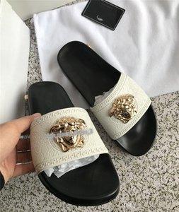 Versace  flip flop Xshfbcl Новый Париж Роскошная ползунки Mens женщин лето сандалии пляжа Slide Тапочки женские Вьетнамки Мокасины Sky Blue Chaussures