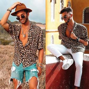 Мужская Leopard с коротким рукавом рубашки Прохладный Сыпучие Повседневный V-образным вырезом Топы