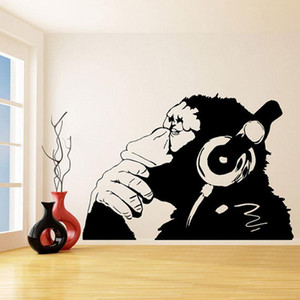 بانكسي فينيل جدار صائق قرد مع سماعات / لون واحد الشمبانزي الاستماع إلى الموسيقى في سماعات / ملصق كتابات الشارع