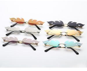 Wholesale-designer flame sunglasses men and women luxury metal frameless street shooting sunglasses Europe and American narrow glasses