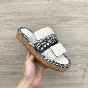 Diseñador Mujer Zapatillas Verano Desgaste al aire libre Moda Cordón de cuero Patchwork Flip Flop Mujeres Mulas de lujo Multicolor Zapatillas
