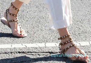 Zapatos Mujer Color Rivets Spiked Gladiator Flat Women Sandals Stones Studded Flip Sandal Big Size Designer Women's Cheap Shoes Summer vbgh5