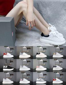 2020 Low en cuir velours chaussures de sport Queens Plate-forme mc Chaussures de sport de luxe Toddlers semelle épaisse Chaussures Augmentation Blanc Black Glitter Femmes Hommes Robe