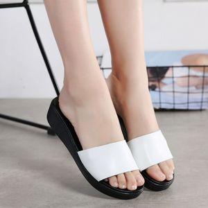 Высокое качество открытый Женские сандалии Кристалл римские плоские тапочки Повседневная обувь пляжные сандалии черное золото 2020 обувь женщины 7150