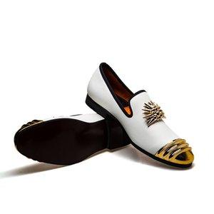 Mode Männer Partei Kleid aus Leder Schuhe Weinlese-Metall Toe Beleg auf Müßiggänger Schuhe Low Cut Schuhe Mokassin Gommino Formale Schuhe