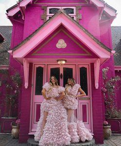 Mode 2020 Süße rosa Rüschen Tiered Tüll Ballkleider Sexy High Side Split Puffy Abendkleider mit kurzen Ärmeln formales Kleid