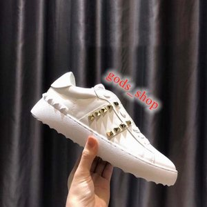 2020 xshfbcl New Shoes Fashion Man Woman Casual Shoes Spike High Quality Fashion Leisure Athletic Skateboarding Dress Shoes with Golden nai