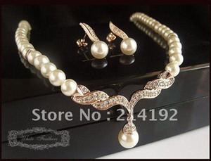 Chapado en oro rosa Hermosa perla en crema y diamantes de imitación de cristal en forma de lágrima de la boda conjunto de joyas Necklac