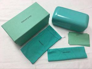 Clasic роскошные солнцезащитные очки box case для женщин мужчин бренд дизайнер хорошее качество солнцезащитные очки case оригинальная коробка карты ткань для чистки