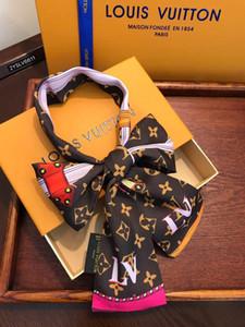 2020 Designer Marke New Print Handle Bag Ribbons Marke Kleine Seidenschal für Frauen arbeiten Kopftuch Kleine Lange dünne Schals Großhandel