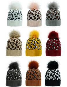 2020 Le donne di lavoro a maglia moda Pom Pom Beanie con stampa leopardata lavorata a maglia inverno caldo Pompom Cappelli Skullies Beanie Hat 9 colori
