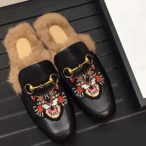 2020 scarpe da donna di lusso Designer Designers diapositive Mocassini donna pistoni casuali Genuine Leather Sandals Fur pantofole scarpe C22