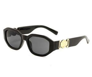 Entrega gratuita Marca de moda Protección solar al aire libre Gafas de sol de protección UV Gafas de sol de diseñador 2019 Para hombres Mujeres Gafas de sol de moda 4361