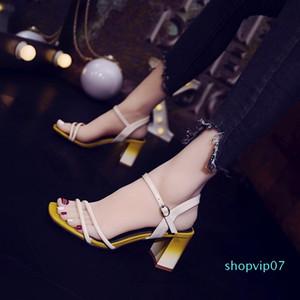 Current2019 Mulher Sandals Fasciola One Word Botão Com Joker Praça Roma sapatos sapatos de salto alto Cavity