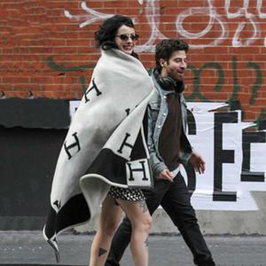 Lüks H Kaşmir Battaniye Tığ Yumuşak Yün Eşarp Şal Taşınabilir Sıcak Ekose Kanepe Yatak Polar Örme Atmak Pelerin Pembe Battaniye