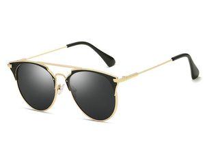 Vente chaude Hommes Femmes Lunettes de soleil mode coréenne Couleur des verres ombre Lunettes été en plein air Ocean Beach Wind lunettes avec la boîte 1 PCS pas cher