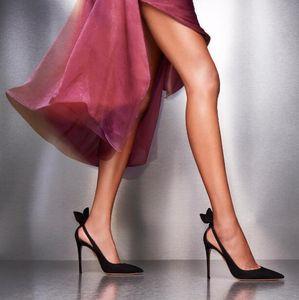 Идеальная официальная обувь Aquazzura Deneuve Pump 105 Носовая туфля с замшевым вырезом с острым носком и вырезами по бокам из натуральной кожи