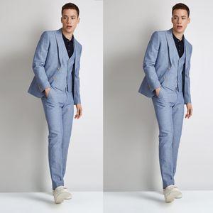 Moda Light Blue Wedding Tuxedos Young Slim Fit Groom Wear 3 piezas de solapa enarbolada trajes de hombres formales