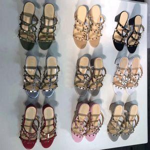 Дизайн Кожаные роскошные Сандалии Slingback Туфли Дамские Сексуальные Туфли на Высоких Каблуках Женская Обувь Мода Плоский каблук Заклепанные пляжные женские тапочки размер 35-42