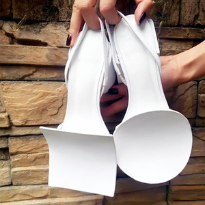 2019 venda Hot geométricas brancas pretas Gladiador Sandálias Mulheres quadrado redondo saltos robustos Mulheres Mulheres do partido Prom sandálias de verão sapatos