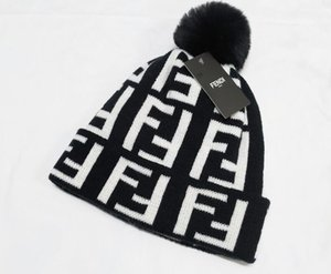 aşıklar Kış unisex marka erkekler moda örme şapka klasik spor kafatası için 2019 Noel hediyesi Kadın açık havada rahat Kadınlar 6 kapakları
