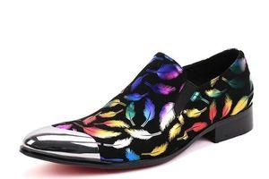 Nova chegada Homens sapatos de verniz preto partido e do casamento os homens se vestem sapatos luxuosos homens Handmade sapatos apartamentos do macho