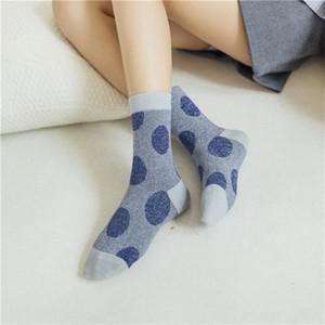 Otoño e invierno de las mujeres del lunar de los calcetines del algodón 5 colores para eligen las señoras de calcetines del tubo Casual