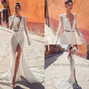Julie Vino Sexy Nova Sereia Vestidos de Casamento 2019 Profundo Decote Em V de Manga Longa Penas Vestido de Casamento de Praia de Lantejoulas Alta Dividir Sexy Vestidos de Noiva