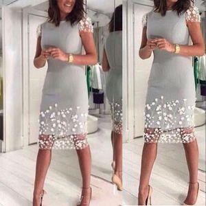 Vintage Silver Gray мама невесты платье Jewel шея коротких рукава белого кружево цветы Оболочка колено Длина Вечерние свадебные Гости халаты
