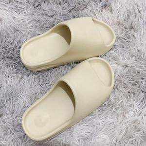 Sıcak Moda Kanye Köpük Runner tasarımcı terlik Kemik Çölde Kum Reçine üçlü siyah moda slaytlar erkek plaj otel sandalet Dişli dipleri